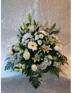 Centro de flor en blanco